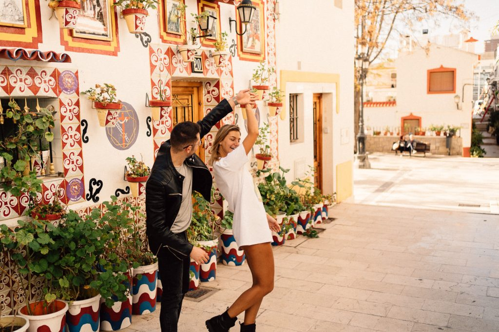 couple dancing in Santa Cruz Wedding Photographers Barcelona